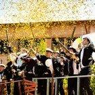 Studentutspring med konfetti i Lerum.